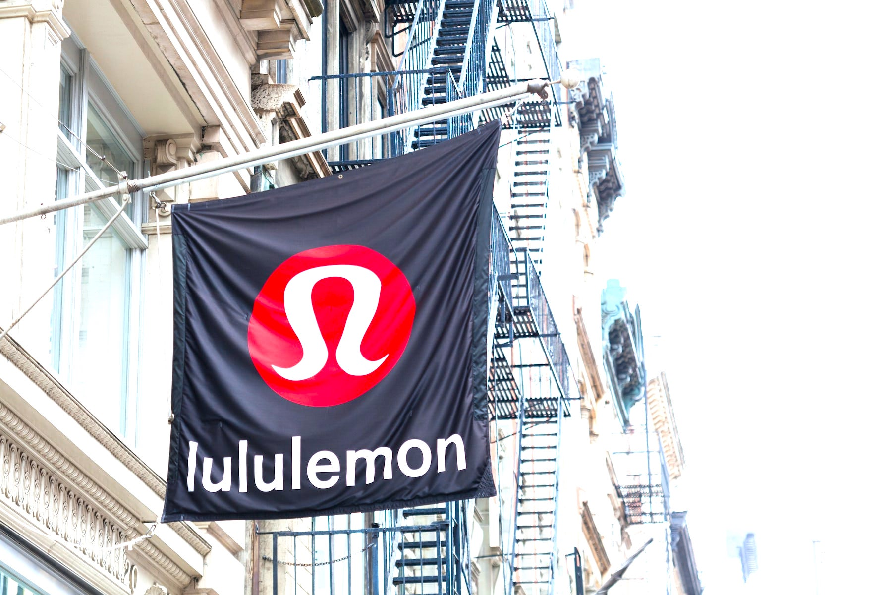 Lululemon to buy home fitness start-up Mirror for $500 mln